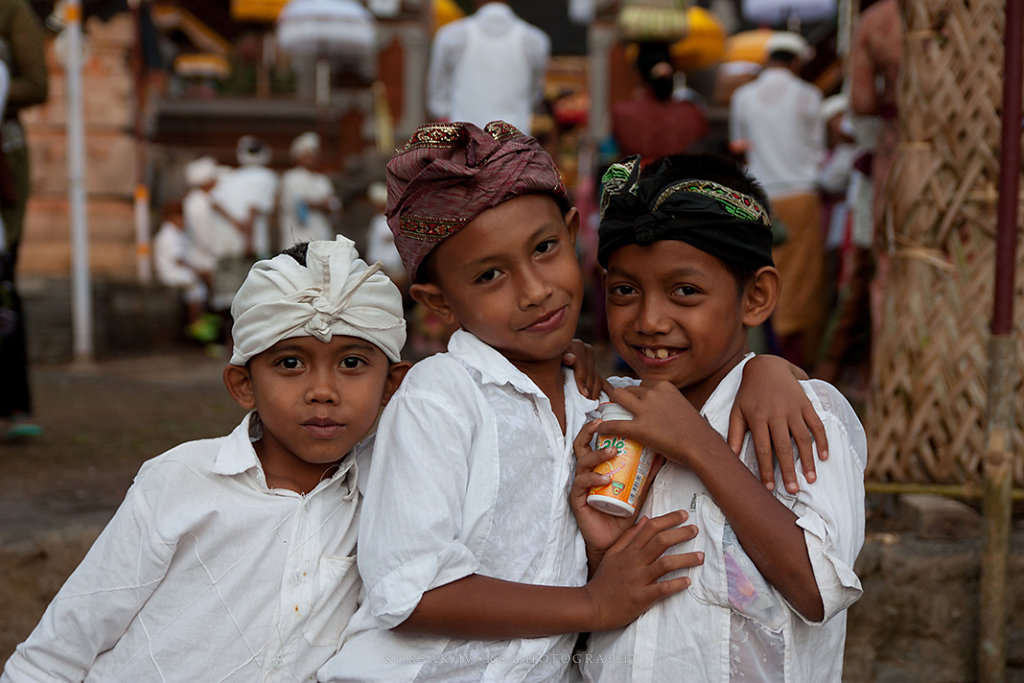 Balinese ceremony kids